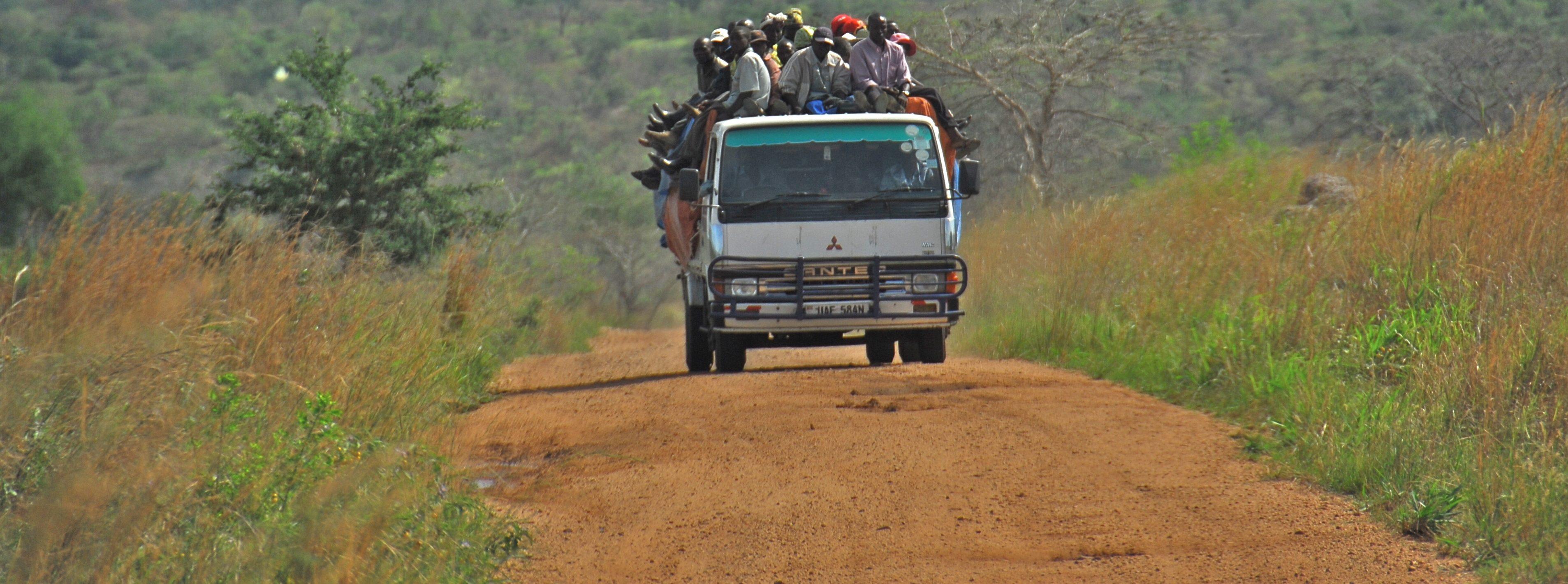 Road_between_Fort_Portal_and_Rebisengo_-_Flickr_-_Dave_Proffer_(7)